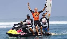 FANNING WINS TAHITI 2012 !!!!